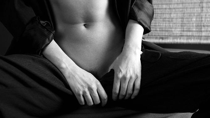 Bei einer Sexsucht ist der Wunsch nach sexueller Befriedigung so groß, dass der oder die Betroffene sich immer mehr damit beschäftigt und dabei andere Dinge  vernachlässigt.