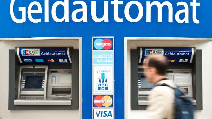Seit 2015 sinkt die Zahl der Geldautomaten in Deutschland.