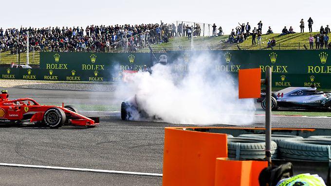 Der Crash durch ein riskantes Manöver von Max Verstappen kostete Ferrari-Star Sebastian Vettel wertvolle Punkte - und Verstappen einen Podiumsplatz.