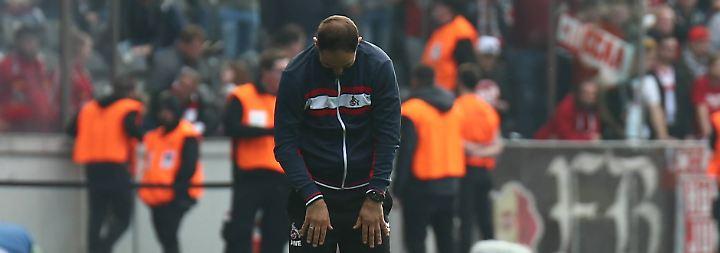 """Die zwischenzeitliche Abwehrschwäche verfolge den FC schon die ganze Saison - ebenso wie umstrittene Schiedsrichterentscheidungen, klagte Noch-Coach Stefan Ruthenbeck: """"Was in dieser Saison alles gelaufen ist, irgendwann glaubst du auch nicht mehr dran und gerade ist es schwierig."""""""