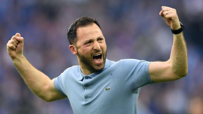 Schalke-Coach Tedesco zeigt endlich Emotionen.