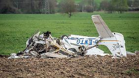 Das Sportflugzeug wurde vollständig zerstört.