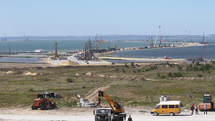 Russland bindet die Krim mit einer neuen Brücke ans Festland an.
