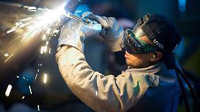 Rund 400.000 offene Stellen: Fachkräftemangel hemmt Wirtschaftswachstum