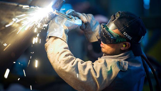 Rund vierhunderttausend offene Stellen: Fachkräftemangel hemmt Wirtschaftswachstum