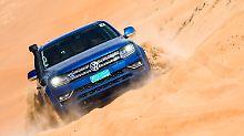 Mit ordentlich Schmackes geht es über die Dünen in der Ramlat-al-Wahiba-Wüste im Oman.