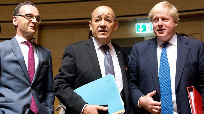Bundesaußenminister Heiko Maas mit seinem französischen Amtskollegen Jean-Yves Le Drian und Boris Johnson aus Großbritannien (von links nach rechts).