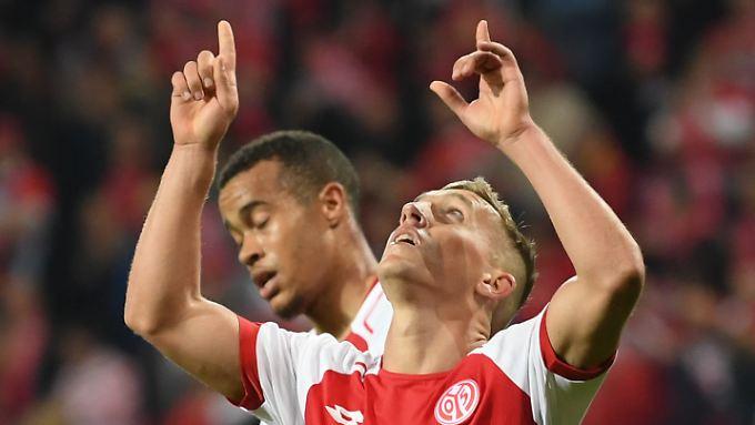 Der Mainzer de Blasis macht mit dem 2:0 den Sack gegen Freiburg zu.