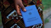 Handel in sozialen Netzwerken: Flüchtlinge verkaufen wohl deutsche Papiere