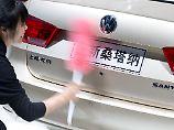 Der Börsen-Tag: Entwarnung bei China-Zöllen? VW & Co. ziehen an