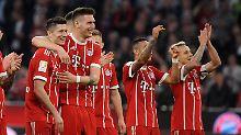 Auf nach Leverkusen: Robert Lewandowski und Niklas Süle nach dem Sieg gegen Mönchengladbach.