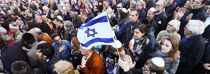 Statement gegen Antisemitismus: Berlin trägt Kippa und zeigt Solidarität