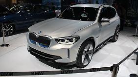 Die Front erinnert stark an den BMW X3.