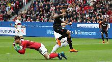 Ron-Robert Zieler ist im Spiel gegen Bayer Leverkusen nicht zu bezwingen.