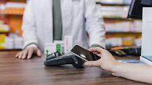 Einkaufen per Smartphone-App: Mobiles Zahlen bald wieder überholt?