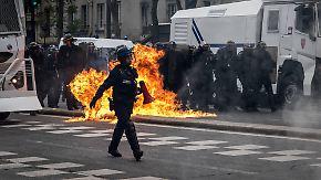Tränengaswolken in Paris: Autonome und Polizei liefern sich Straßenschlachten
