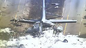 Mehrere Tote in Georgia: Militärflugzeug stürzt auf Straße
