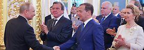 Feier mit Pomp und Altkanzler Schröder: Putin legt zum vierten Mal Amtseid ab