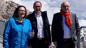 """Trotz """"Anti-Abschiebe-Industrie""""-Aussage: GroKo demonstriert auf der Zugspitze Einigkeit"""
