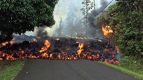 Immer neue Erdrisse tun sich auf: Glühende Lava überrollt Häuser auf Hawaii