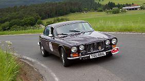 Queen Mum ließ sich in einem Jaguar XJ12 chauffieren.
