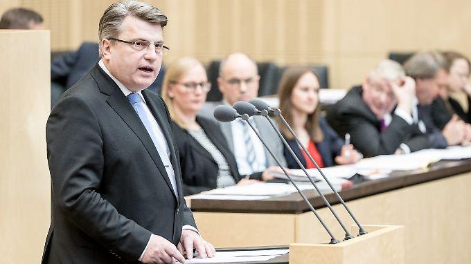 """Bayerns Justizminister Winfried Bausback will """"gefährliche Strafbarkeitslücken"""" schließen."""