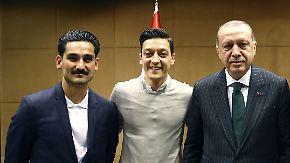 """Von Erdogan für """"Wahlkampf missbraucht"""": Özil und Gündogan verursachen Eklat für den DFB"""