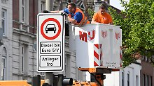 """""""In diesem Monat scharf stellen"""": Hamburg baut Diesel-Verbotsschilder auf"""