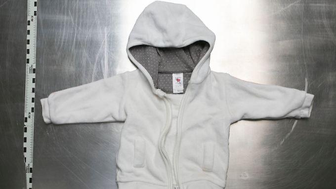 Diese Jackchen trug das erste ausgesetzte Mädchen.