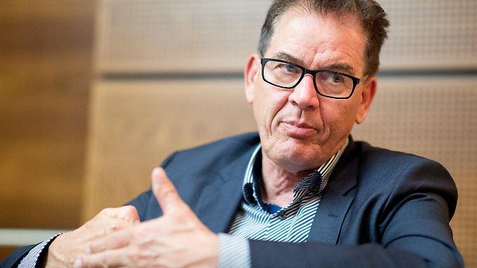 Entwicklungsminister Gerd Müller kann sich auch eine Mehrwertsteuer-Senkung für Produkte aus Recycling-Plastik vorstellen.