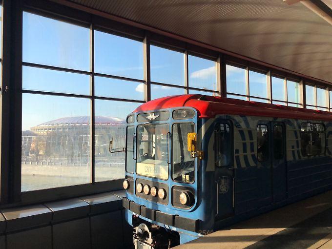 Metro - und Luschniki.