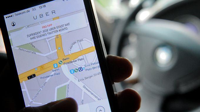 Die Uber-App vermittelt derzeit in Deutschland nur Taxis und Chaffeure, nicht jedoch eigene Fahrten.