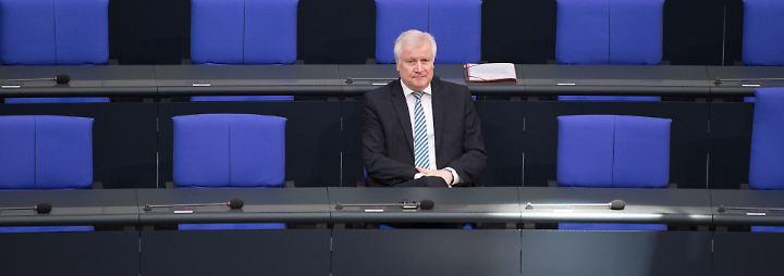 Seehofer unter wachsendem Druck: Bamf kontrolliert 18.000 Bremer Asyl-Entscheide