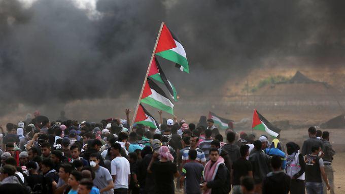 Szenen von Montag: Palästinenser liefern sich Auseinandersetzungen mit israelischen Sicherheitskräften.