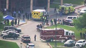 Sprengvorrichtungen gefunden: Mindestens acht Tote bei Schüssen an US-High-School