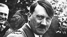 Es wird davon ausgegangen, dass sich Adolf Hitler am 30. April 1945 im Führerbunker in Berlin das Leben nahm.