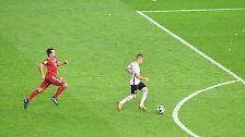 In der Nachspielzeit verwehrte Schiedsrichter Felix Zwayer den Münchnern einen möglichen Elfmeter, dann sorgte Gacinovic für die Entscheidung, als Ulreich stürmte und sein Tor verlassen hatte.