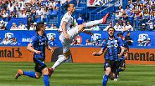 Hat seine Extremitäten nicht immer so gut im Griff wie in dieser Szene: Zlatan Ibrahimovic (Mitte)