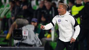 """Wolfsburg setzt sich in Relegation durch: Kiel-Trainer Anfang: """"Wir waren die bessere Mannschaft"""""""