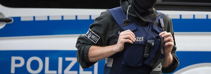 Festnahmen bei Großrazzia: Beamte gehen gegen illegale Bauarbeiter vor