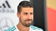 """""""Ich kann den Rundumblick haben, kann Mitspieler besser führen und andere Aufgaben intensiver übernehmen"""": Sami Khedira."""