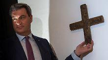 Mit dem Segen des Papstes?: In Bayern ist das Kreuz nun Pflicht