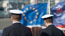 Initiative von Macron: Kanzlerin unterstützt EU-Eingreiftruppe