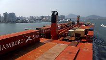 Neue Handelspartner im Süden: Ein Containerschiff bei der Einfahrt in den Hafen von Santos bei Sao Paulo in Brasilien.