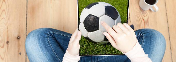 Zur WM 2014 versteckten Kriminelle eine schädliche Software in einem Spielplan, den Fußball-Fans herunterladen konnten.