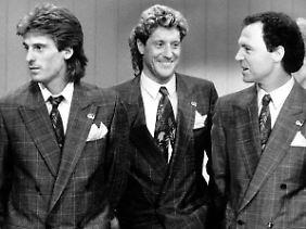 Der damalige Bundestrainer Franz Beckenbauer (r.) mit den Streithähnen Uli Stein und Toni Schumacher.