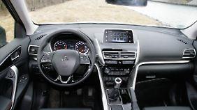 Funktional und übersichtlich: das Cockpit mit dem zentralen Touchscreen.
