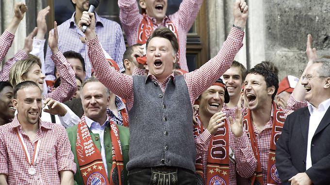 """Das """"Feierbiest"""" Louis van Gaal holt in der Saison mit den Bayern die Meisteschaft und den DFB-Pokal, verliert aber im Champions-League-Finale."""