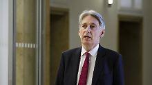 Von wegen Brexit-Kollaps: Hammond widerspricht Johnson