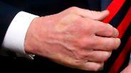 Macronisiert - Gipfel-Spuren: Trump und Macron im Handshake-Battle
